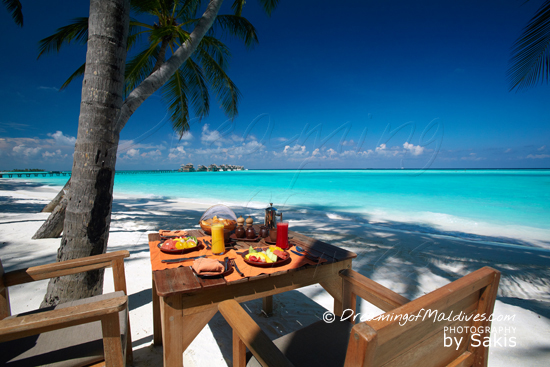 Gili Lankanfushi Maldives - Breakfast is daily served on the beach at the main restaurant