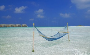 Photo of The Day : Water Villas + Hammock + Lagoon + Desert Island = Maldives