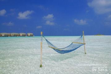 Photo of The Day : Water Villas + Hammock + Lagoon + Desert Island = Maldives