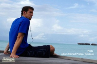Michael Phelps relaxing time watching the Maldivian landscape
