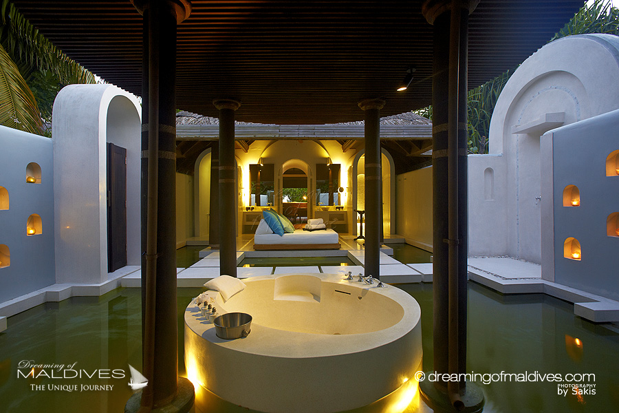 The most extraordinary hotel bathrooms we 39 ve seen in maldives - Most beautiful bathrooms designs collection ...