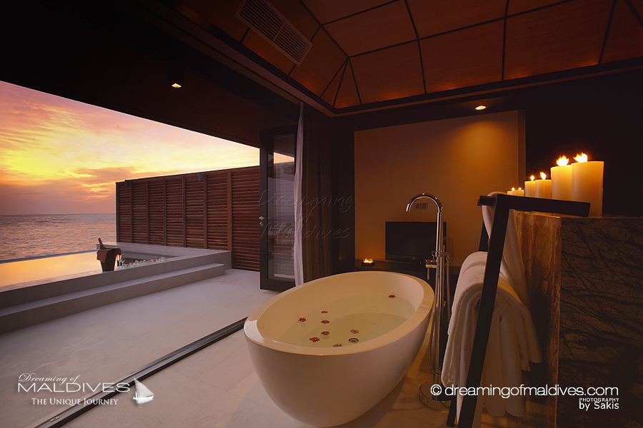 The most extraordinary hotel bathrooms we 39 ve seen in maldives for Best hotel bathrooms