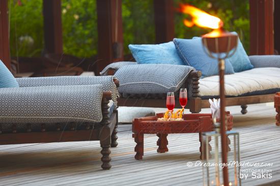 Naladhu Maldives - Photo Gallery. Living Room - The bar