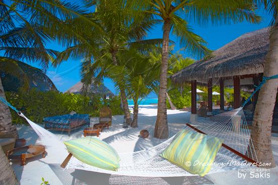 Photo Gallery Naladhu Maldives - Lounge area by the beach