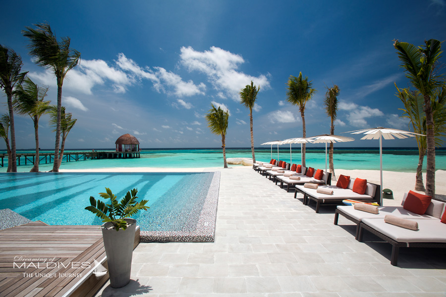 Ozen at Maadhoo Maldives. JOIE DE VIVRE Pool Bar
