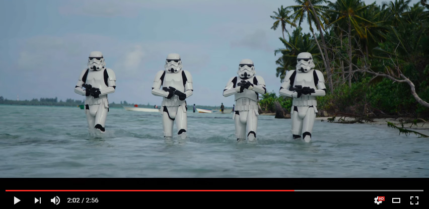 Maldivian Militaries wore the Strormtroopers armors to walk in the lagoon of Maldives during ROGUE ONE shooting