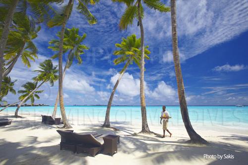 Shangri La's Villingili Maldives beach and lagoon