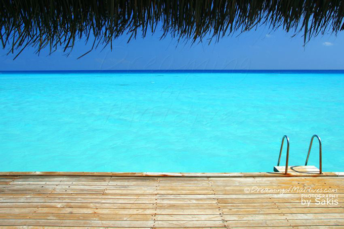In August, let's all make a SPLASH in the Maldives Blue !