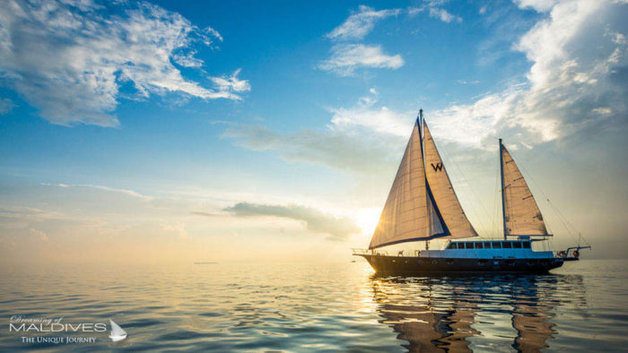 TOP 5 things to do at W Maldives. Sail on a luxury Sailing Yacht