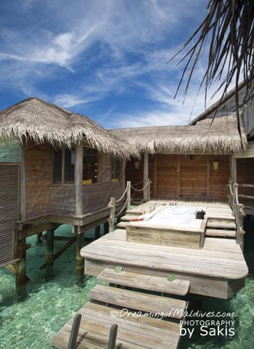 world-largest-water-villa-gili-lankanfushi-maldives-21