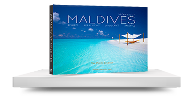 maldives book shelf