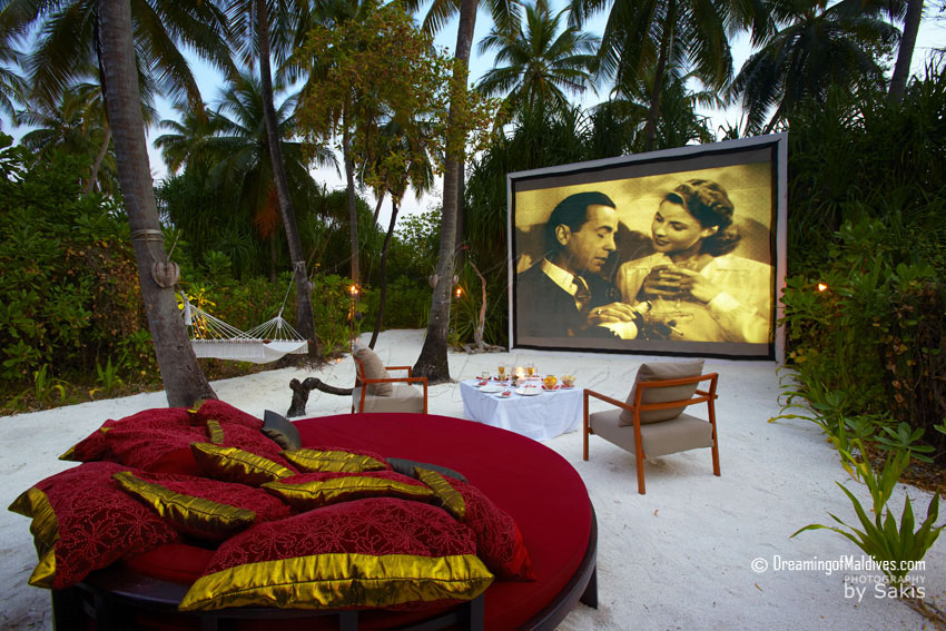 Anantara Kihavah Maldives - Cinema under the Stars
