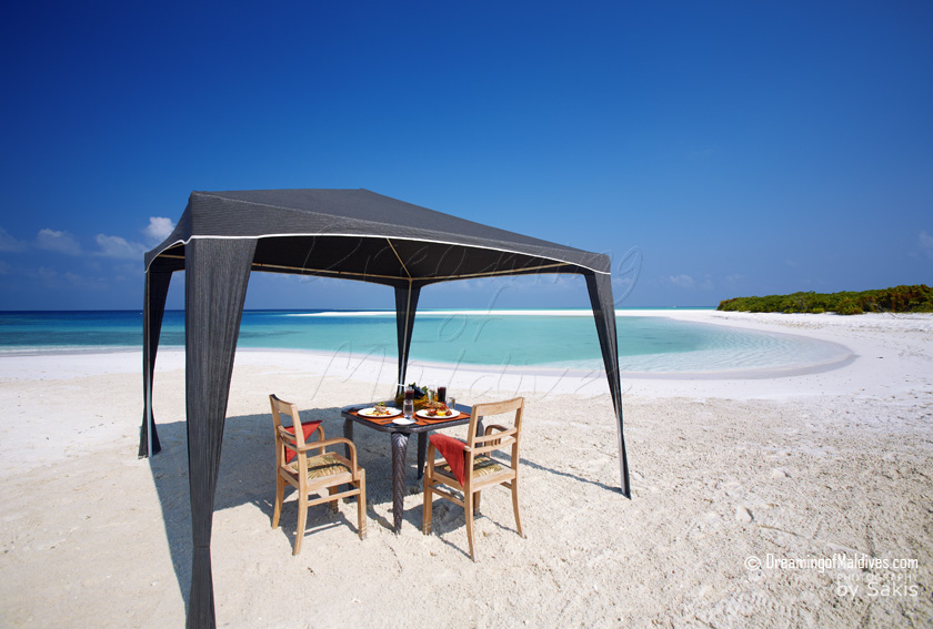 Anantara Kihavah Maldives - Lunch on the Beach