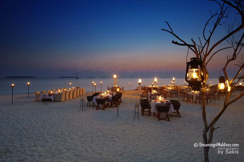 Anantara Kihavah Maldives - Barbecue evening on the beach