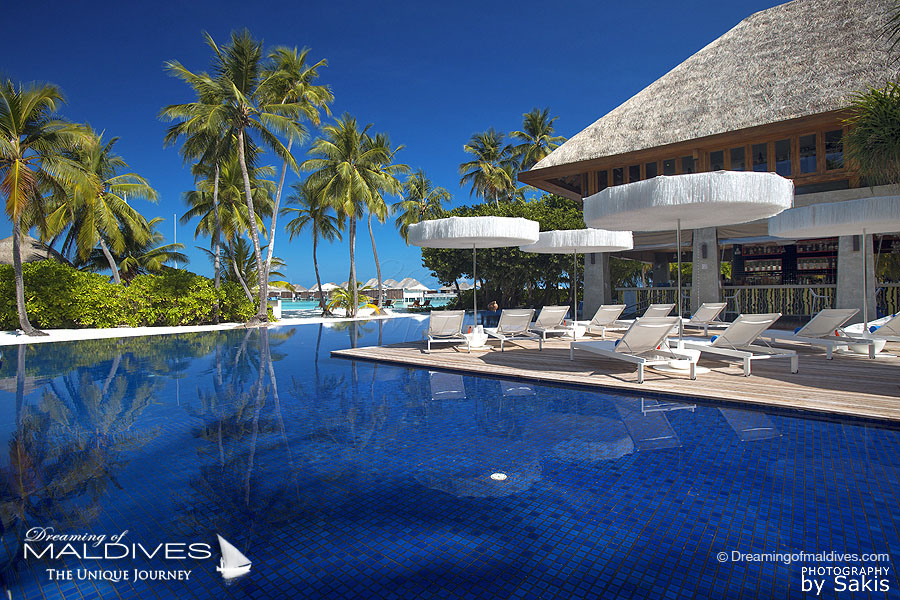 W Maldives - WET pool bar